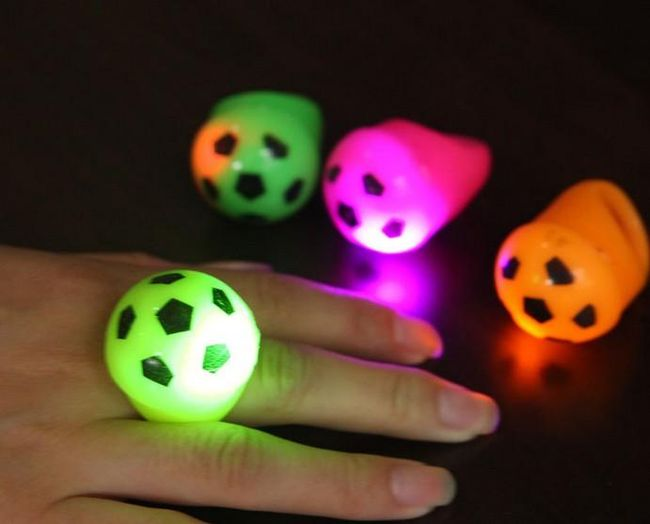 LED prstan v obliki nogometne žoge 1