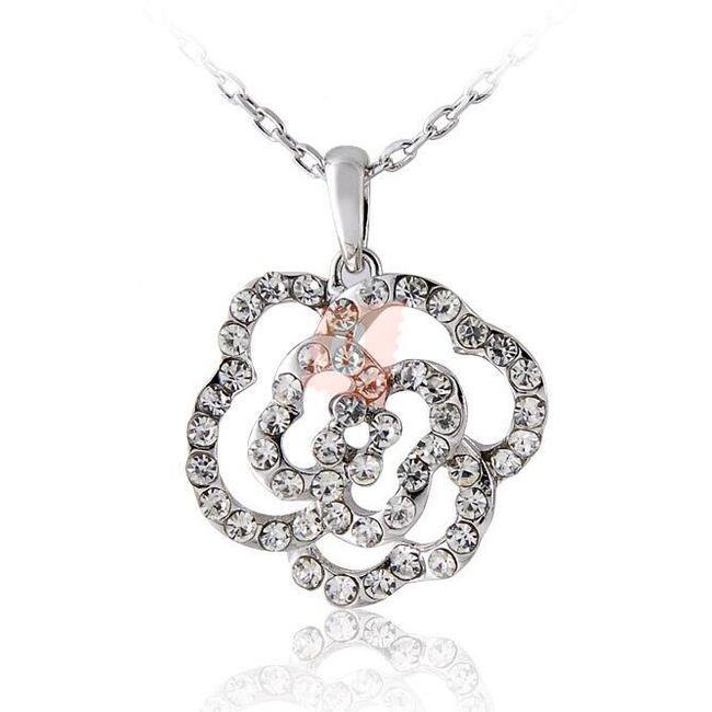 Náhrdelník se zdobenou květinou - stříbrná barva 1