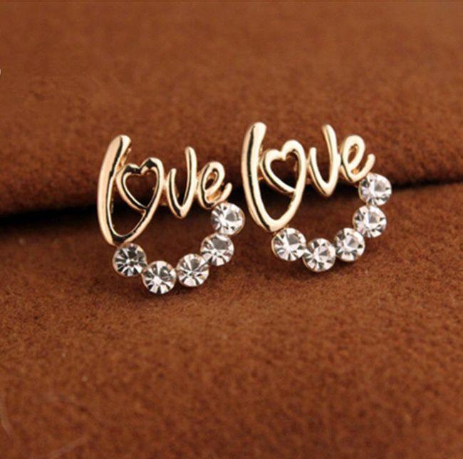 Fülbevaló kövekkel és LOVE felirat  1