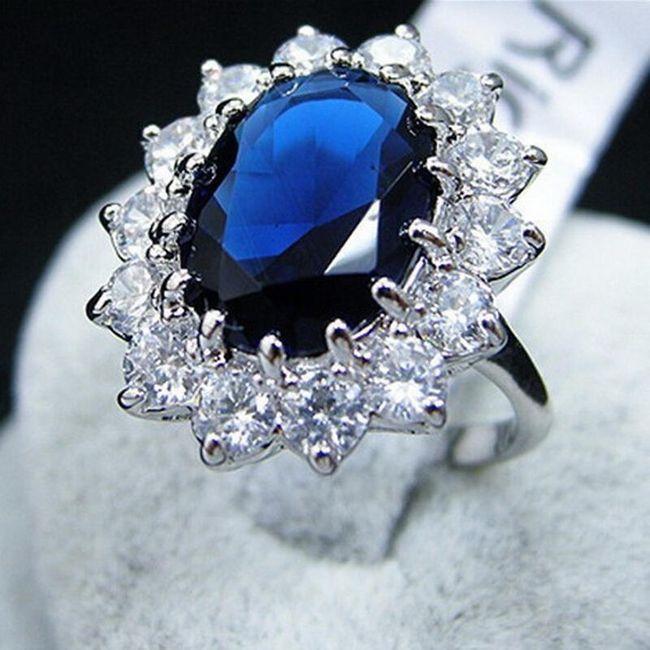 Výrazný prsten s krystaly 1