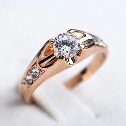 Элегантное женское кольцо с камнем