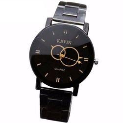 Ručni crni sat u elegantnom izdanju