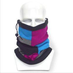 Masky k outdoorovým sportům s různými barevnými variantami