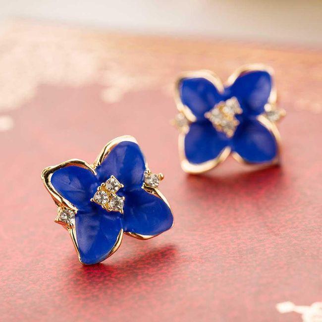 Elegantní náušnice ve tvaru modrých kvítků 1