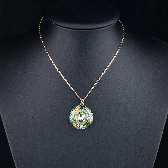 Náhrdelník se zeleným přívěskem zdobeným kamínky 1