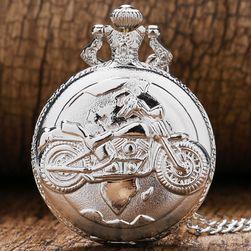 Žepna ura z motociklom v srebrni barvi