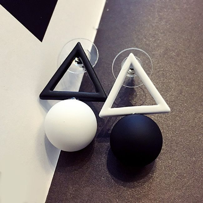Farklı renk kombinasyonlarında geometrik küpe 1