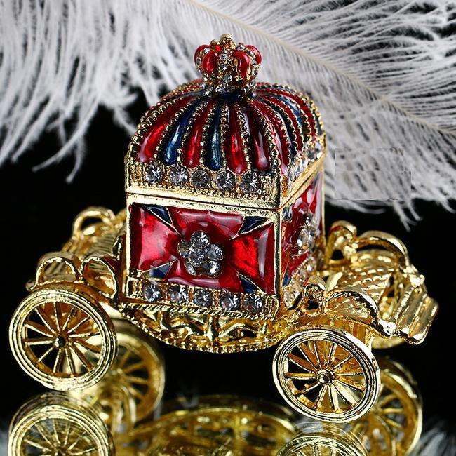 Dámská šperkovnice v podobě honosného kočáru 1
