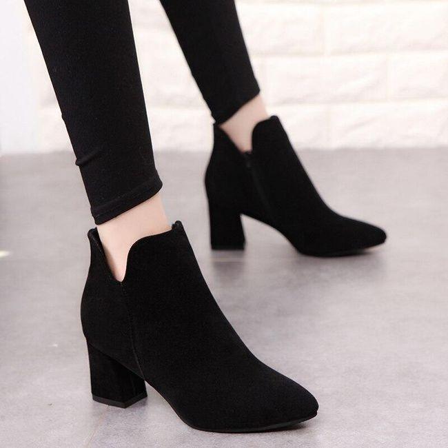 Női magas sarkú boka cipő - fekete színű.