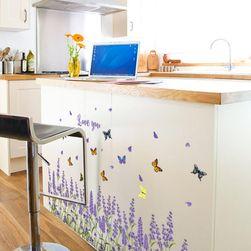 Naljepnica za zid - polja lavande sa leptirima