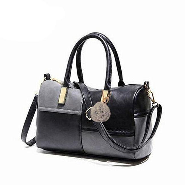 Menší kabelka s přívěskem 1