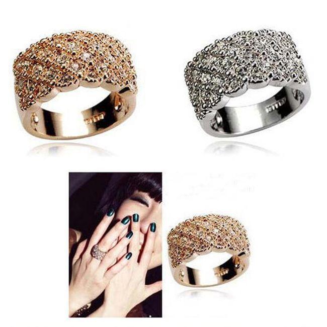 Mohutný prsten zdobený třpytivými kamínky 1