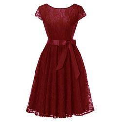 Krajkové šaty se skládanou sukní