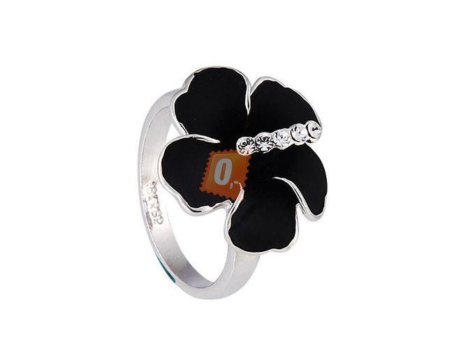 Prstýnek s černou květinou - stříbrná barva 1