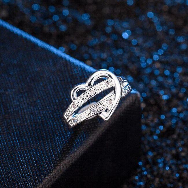 Dámský prsten propletený se srdcem ve stříbrné barvě 1