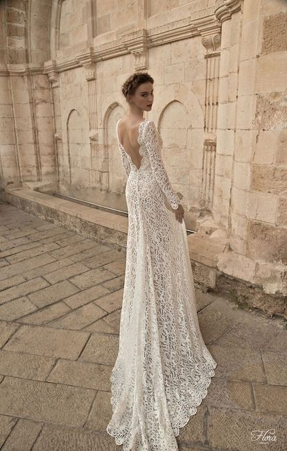 Svatební šaty s dlouhou vlečkou 1