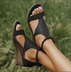 Dámské sandály na klínku Carol