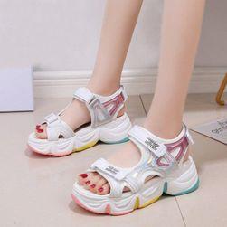 Damskie sandały na koturnie Dellya