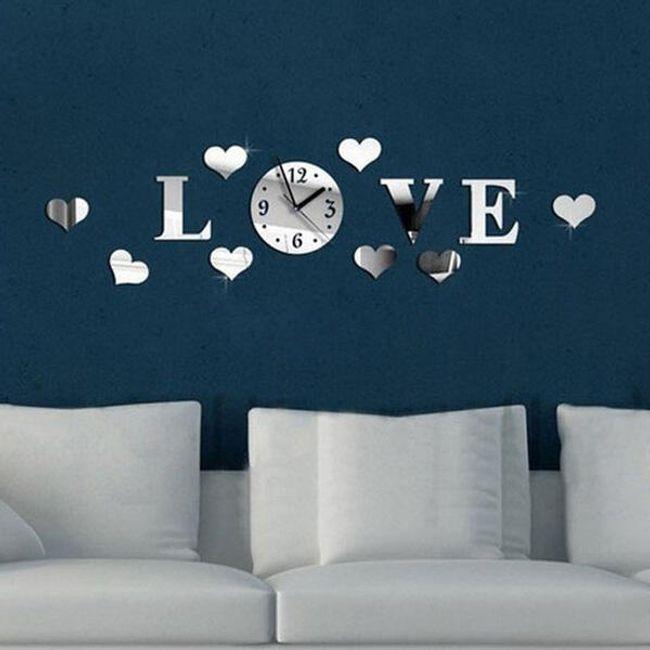 Окрасен 3Д часовник с надпис LOVE 1