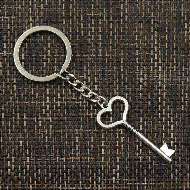 Přívěsek na klíče se srdcovým klíčem 1