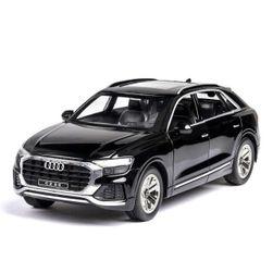 Модель автомобиля Audi Q8