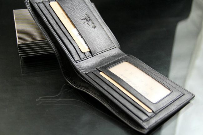 Férfi pénztárca négyzet motívumával