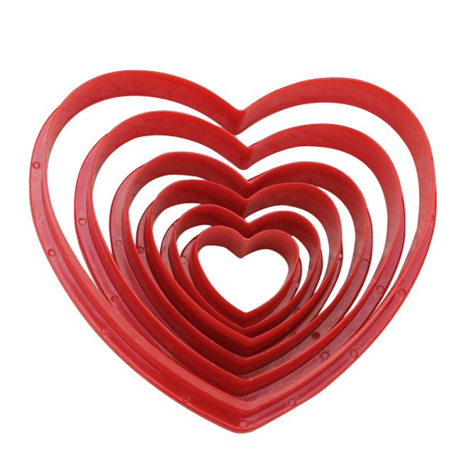 Sada 6 kusů plastových vykrajovátek ve tvaru srdce 1