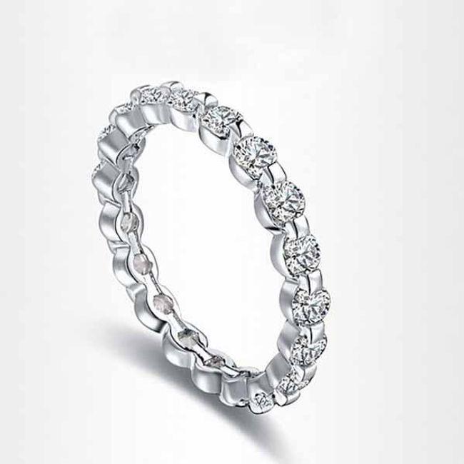 Elegantní prstýnek s kamínky po celém obvodu 1