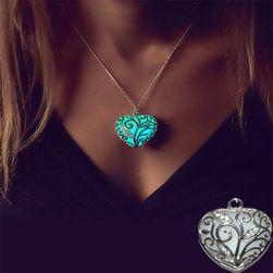 Svetleća ogrlica sa priveskom u obliku srca
