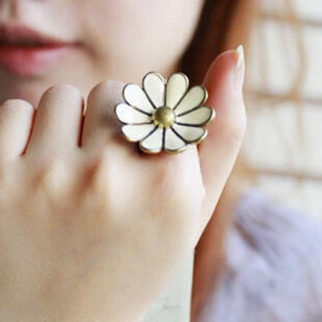 Dámský prsten ve tvaru květiny 1