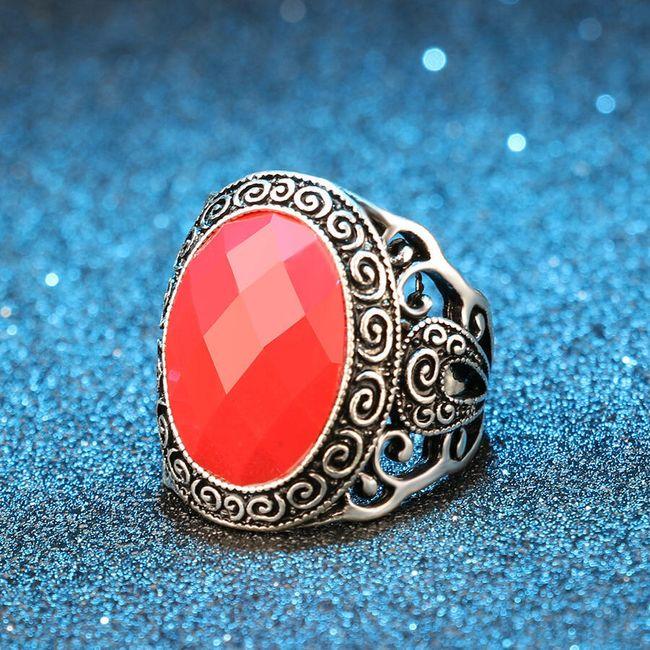 Prsten s nápadným kamínkem 1