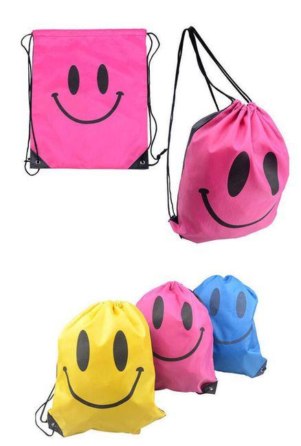 Hátsó táska mosolyogva