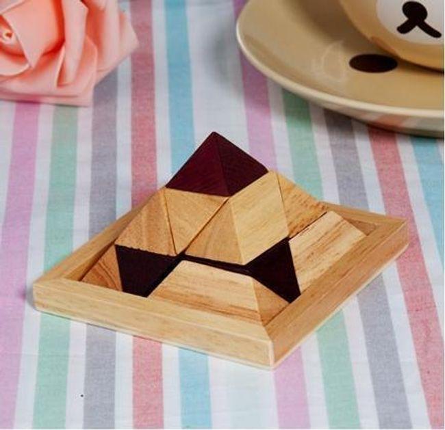 Dřevěný hlavolam - pyramida 1