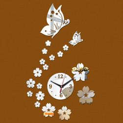 Nástěnné hodiny s květinami a motýlem