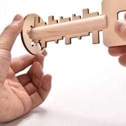 Puzzle din lemn sub forma unei chei