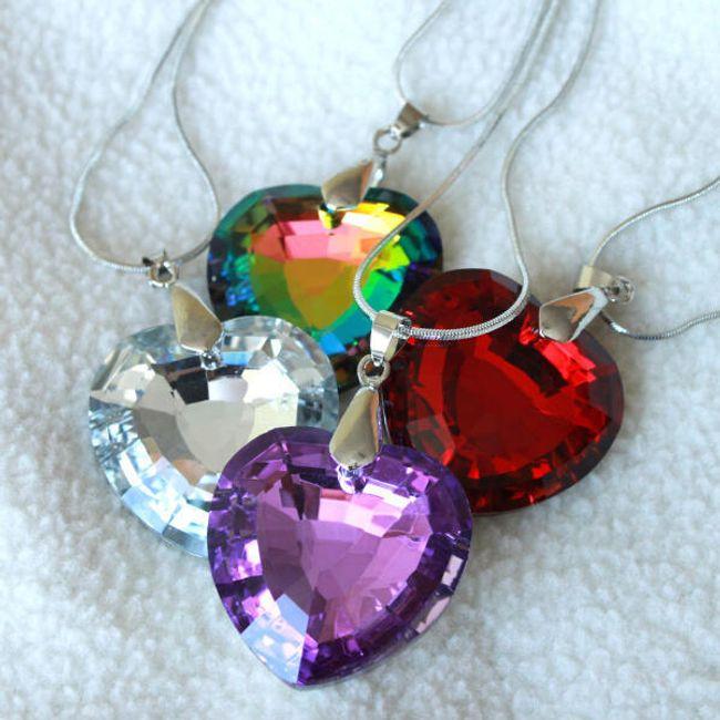 Prelepa ogrlica sa priveskom u obliku srca 1