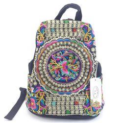 Dámský batoh s originálním zdobením