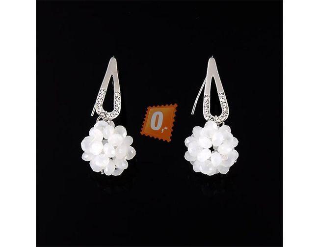 Elegantní kovové náušnice - bílé 1