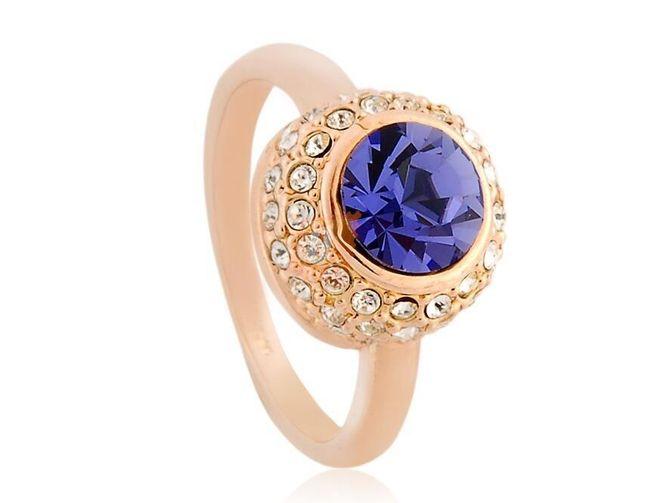 Prstýnek s kulatým fialovým kamenem - zlatá barva 1