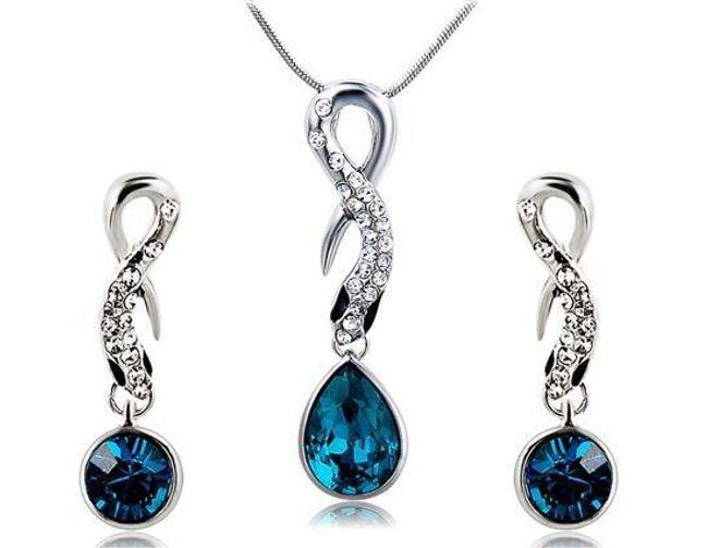 Náhrdelník a náušnice zdobené modrým kamenem 1