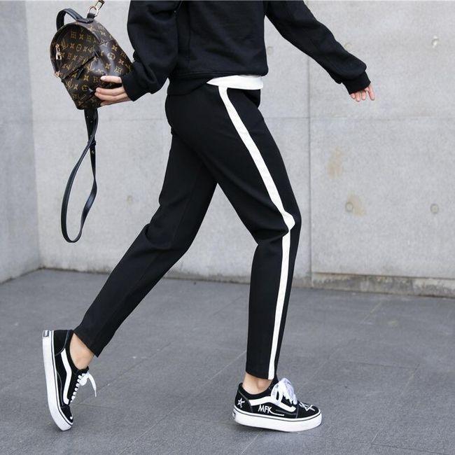 Kényelmes nadrág csíkkal