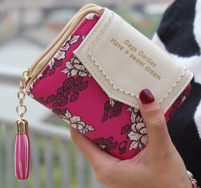 Dámská peněženka zdobená květinami 1