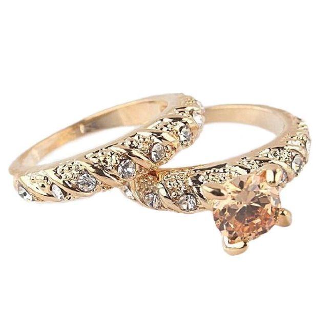 Dva dámské prsteny ve zlaté barvě - různé velikosti 1