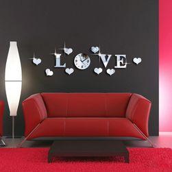 Zidni sat LOVE sa srcima
