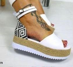 Женские сандалии на платформе Eliss