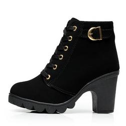 Dámské zimní boty na podpatku s přezkou