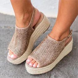 Женские сандалии на платформе Reva