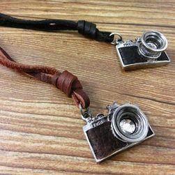 Privezak u obliku vintage kamere