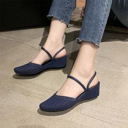 Ženski sandali na platformi Ferona