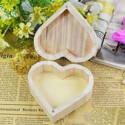 Lesena škatla v obliki srca
